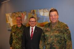 Alter und neuer Standortältester Oberst Geyer und Oberst Betz (2014)