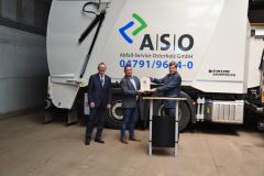 Staatssekretär BMVI Enak Ferlemann übergibt Fördermittelbescheid Wasserstoff (2021) mit ASO-Geschäftsführer Christof von Schrötter